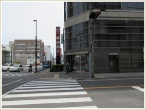 ③次の信号は渡らず(渡ると静岡銀行駅南口支店)